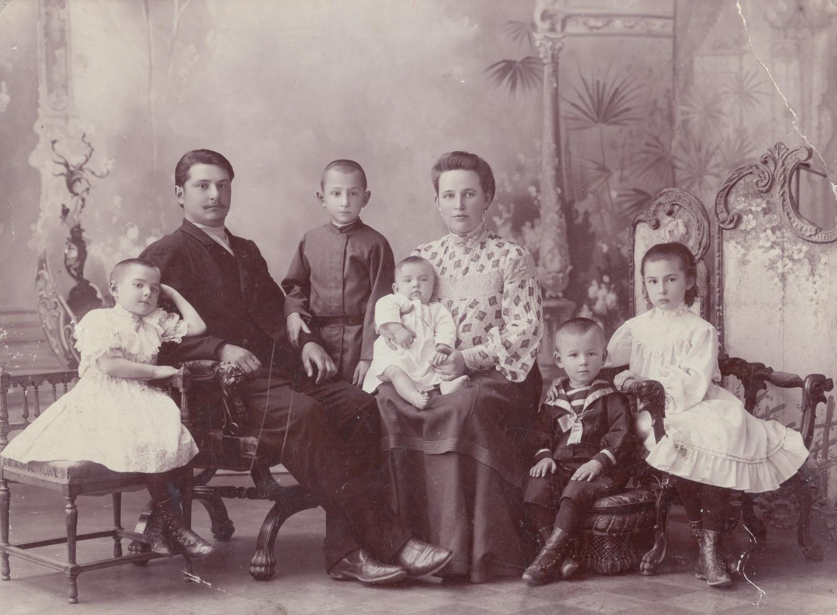 Mom&Art. Лекция-беседа «Елисеевы: отцы и дети»