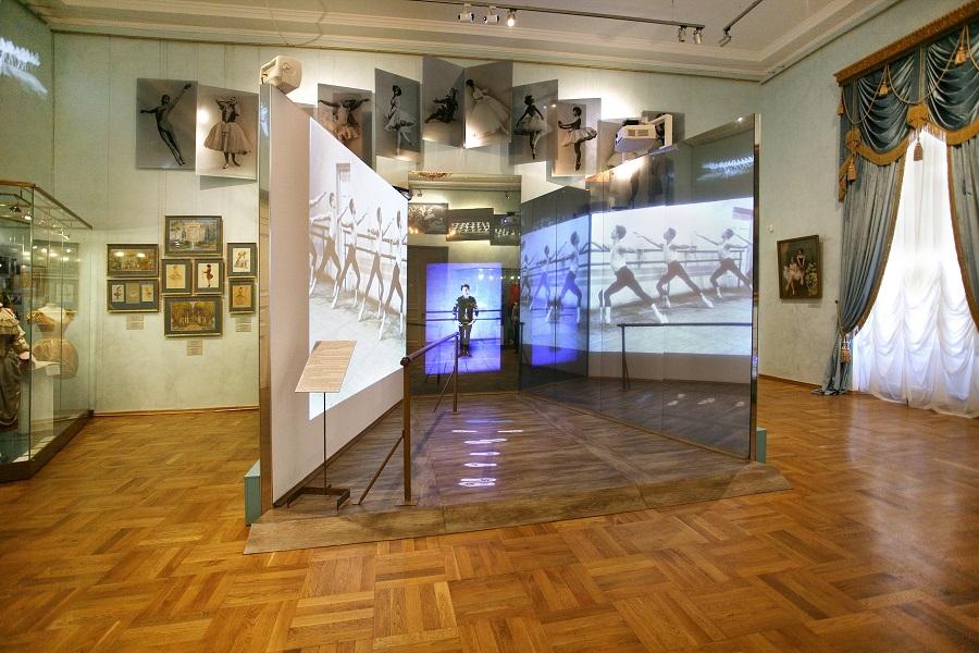 Мамаход в Музей театрального и танцевального искусства